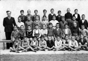 AD , (fila superiore, 3° da destra), Forlì, 1932.