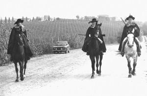 Passatori a cavallo nelle vigne bertinoresi, Fattoria Paradiso, Bertinoro, 1977.