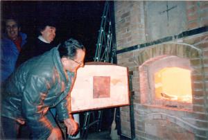 Il Grande Forno a Legna in funzione, Faenza, 1987.