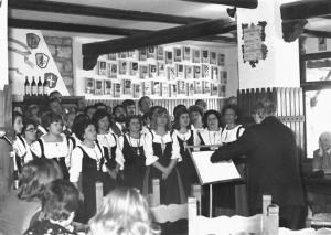 Le Cante dei Vini eseguite dai Canterini di Bruto Carioli, Ca' de Bé, Bertinoro, 1975.