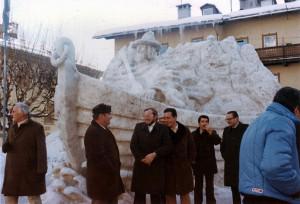 Scultura di ghiaccio rappresentante il Passatore, Cortina d'Ampezzo, 1977.