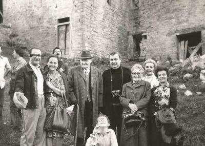 Francesco Serantini (3 da sx) e la moglie  Mimì (3à da  dx). Eremo di Gamogna, 1976